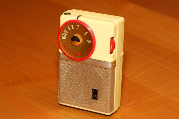 Первый карманный радиоприемник Sony