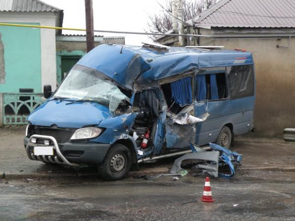 Удар пришелся в водительскую сторону автобуса