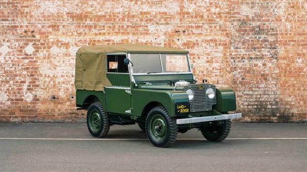 Первый из поколений  Land Rover Defender