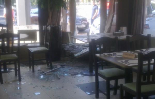 Водитель Range Rover врезалась в ресторан