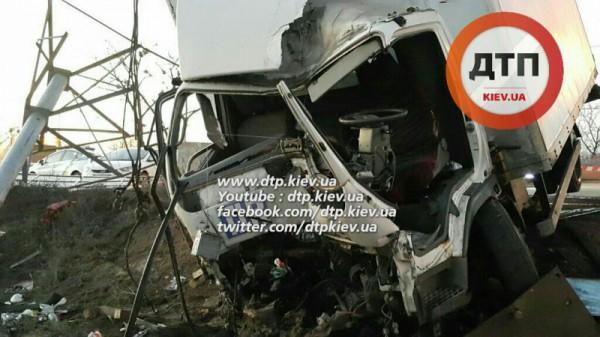 Авария с грузовиком в Киеве