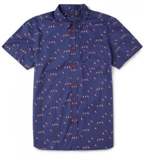 River Island. Классические цвета и повторяющийся рисунок делают эту рубашку в стиле «пальмовый лист» очень комфортной и приятной на вид. Цена – $50,9.