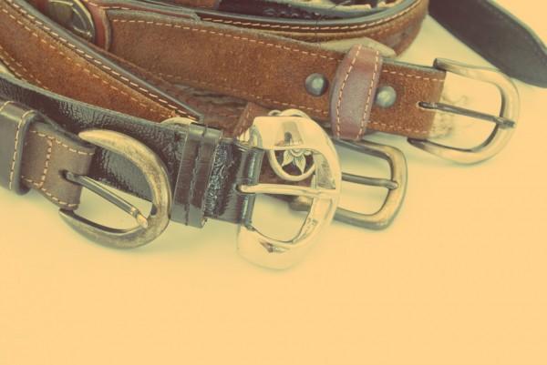 Даже если у тебя крутой кожаный пояс, это не повод надевать его под любые штаны из гардероба