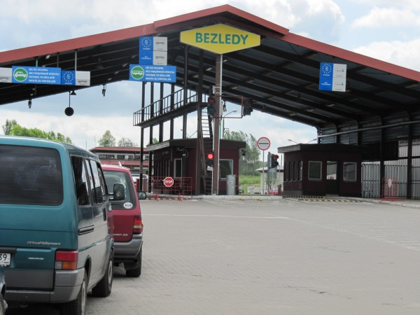 Зарегистрировать машину в Европе на себя украинцы не могут, поэтому ищут способ обойти закон