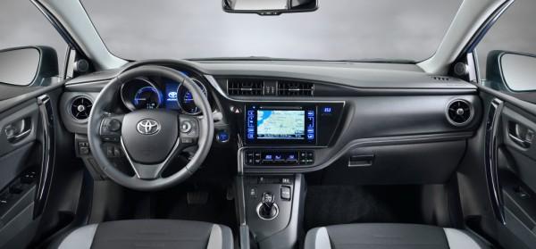 Торпедо Toyota Auris
