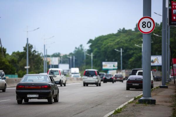 На 11 участках дорог в Киеве хотят разрешить 80 км/ч