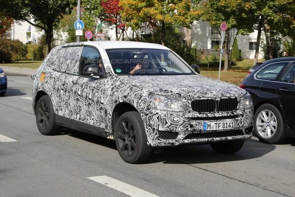 Кросовер BMW X3 на тестах