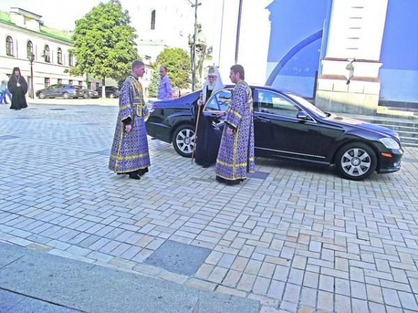 У главы УПЦ Московского патриархата Владимира есть шестисотый Мерседес