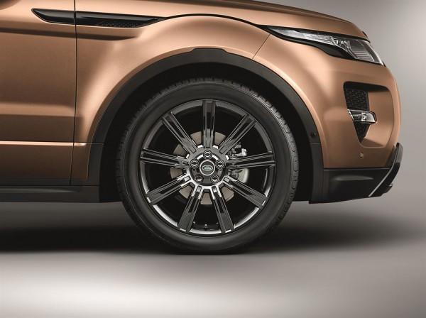 В плане дизайна изменились только колесные диски и стиль эмблемы
