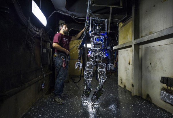Робот без защитного костюма