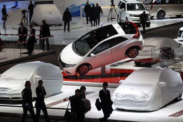 Миллионный Land Rover Discovery приехал - или приплыл? - на Женевский автосалон-2012
