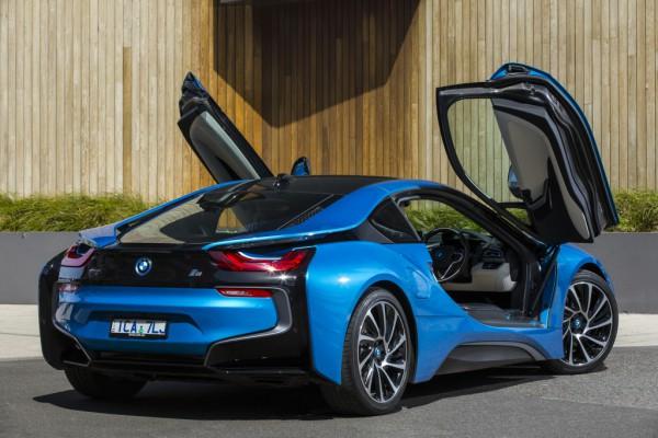 BMW i8 - весьма мощный гибридный спорткар