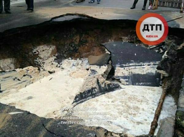 Провал в центре Киева