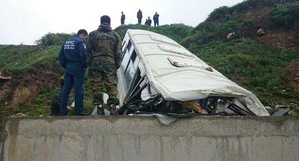 ВЮжной Осетии впропасть рухнул автобус сроссийскими офицерами, есть жертвы