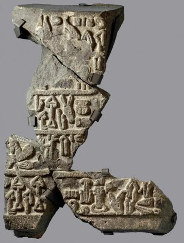 Лувийские надписи, обнаруженные на камне из ближайших раскопок