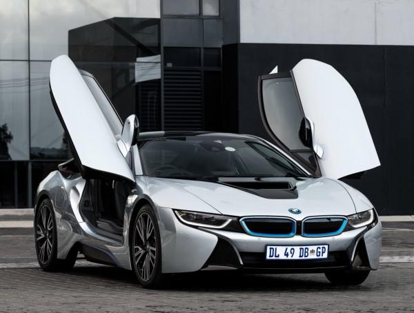 Спорткар BMW i8
