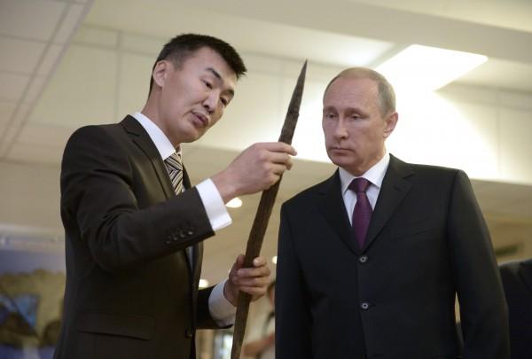Путину показывают кол