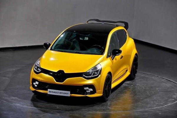 Сверхмощную версию Renault Clio RS рассекретили до премьеры