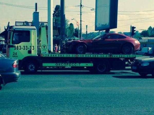 Эвакуация спорткара спорткар Mercedes AMG GT