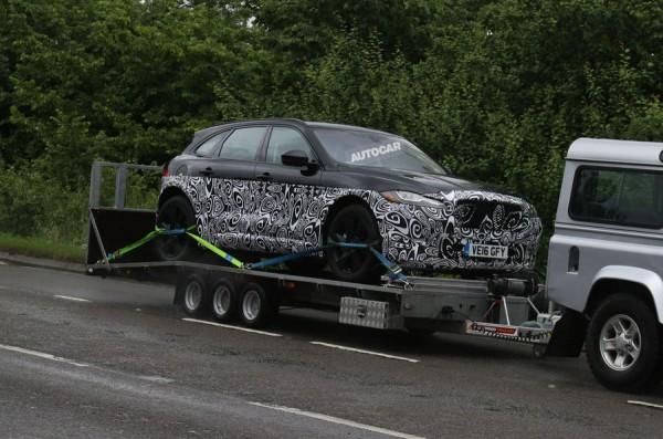 Jaguar начал тестировать гибридный кроссовер