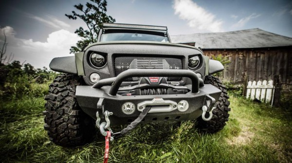 Китайцы построили шестиколесный Jeep Wrangler с названием Tomahawk