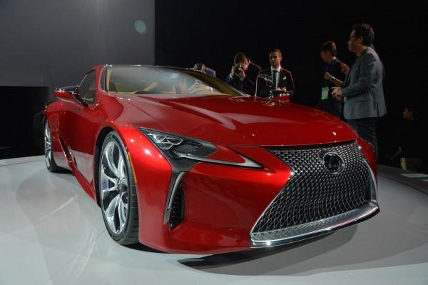 Флагманский спорткар Lexus