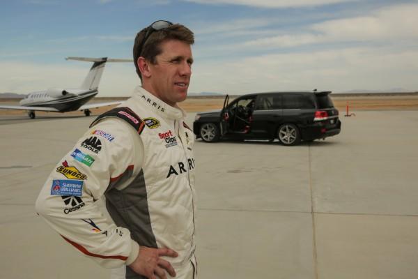 За рулем Тойоты находился бывший гонщик Тойоты в серии NASCAR Карл Эдвардс