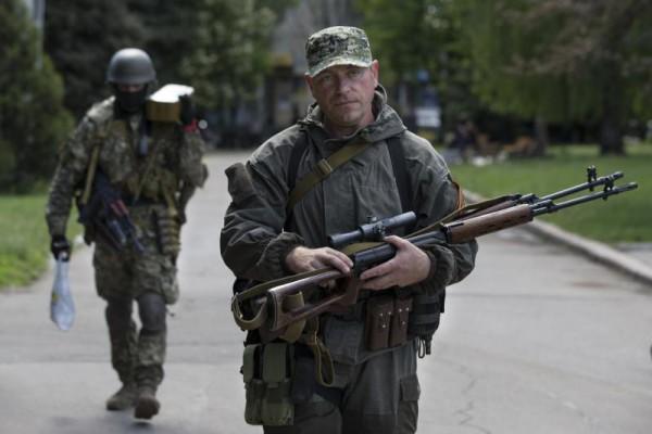 В Луганской области вооруженные люди  захватили нефтебазу