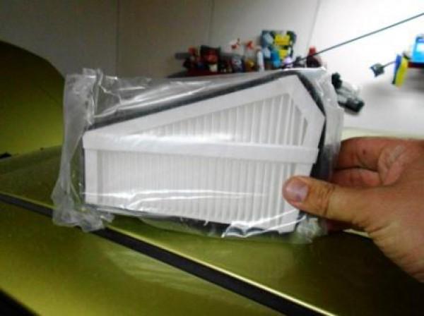 Где находиться салонный фильтр на шевроле ланос 163