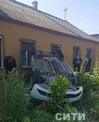 Renault перевернулся на крышу