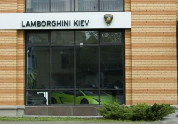 Киевский автосалон Lamborghini оставили без Lamborghini
