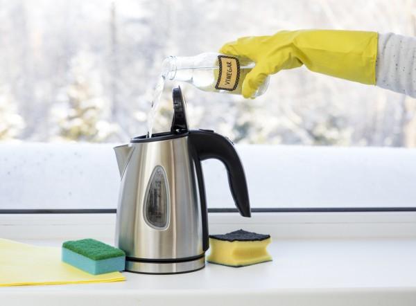 Чем убрать накипь в чайнике? Уксусом