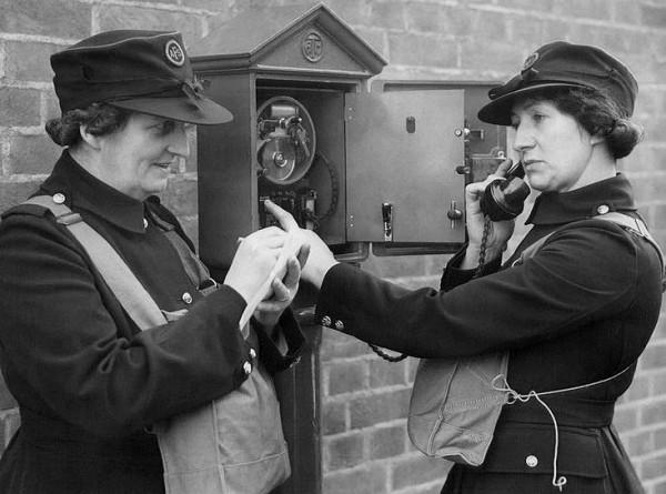 Первые телефоны-автоматы