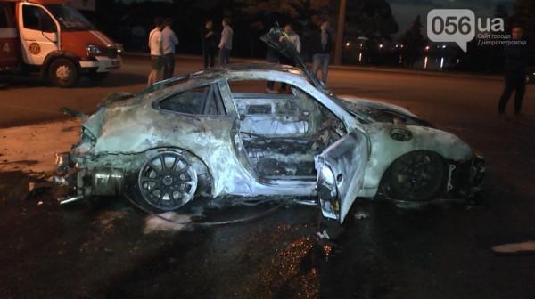 Porsche сгорел дотла