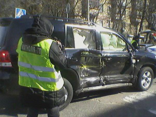 В Киеве маршрутка попала в аварию