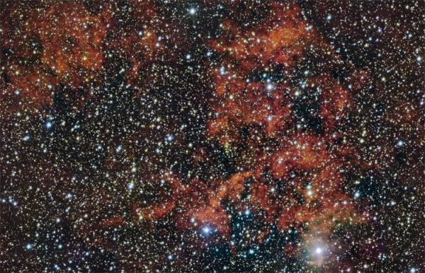 Обширное облако (красная туманность) RCW 106