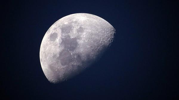 Почему у Луны нет своей луны?