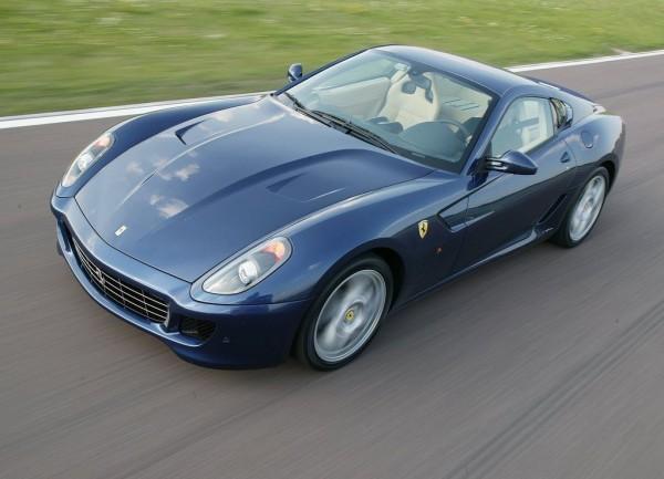 Новый Ferrari 599 GTB стоит почти 300 тысяч евро