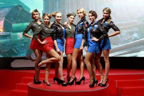 devushki-predstavlyayushie-igri-foto