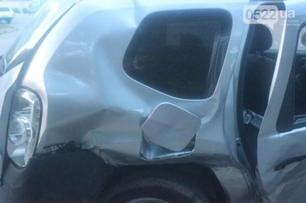 Удар пришелся в пассажирские сиденья Duster