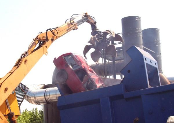 Оборудование для утилизации авто итальянской фирмы Ing.Bonfiglioli. Такое же появится на заводе в Жулянах, где планируется перерабатывать 15-20 тонн металлолома в час