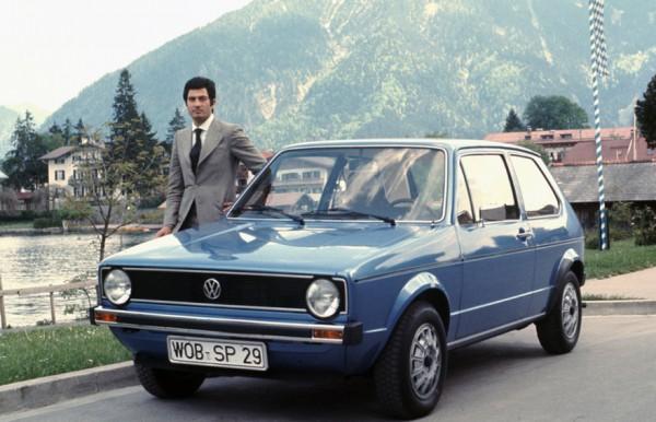 Дизайнер со своим детищем - Volkswagen Golf