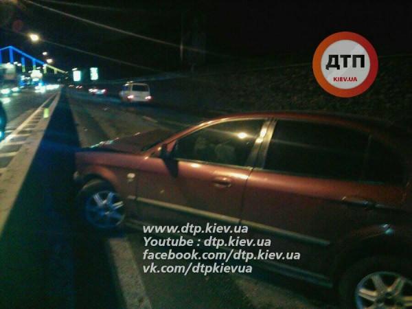 Пьяное ДТП вКиеве: девушка головой разбила стекло