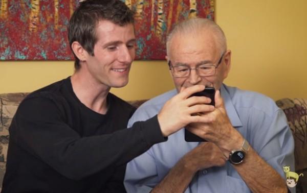 91-летнему мужчине показали виртуальную реальность