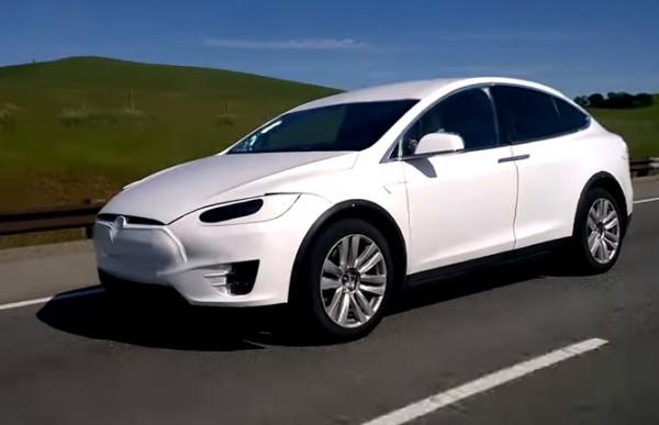 Tesla X на трассе