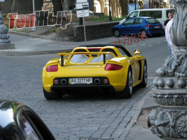 2) Porsche Carrera GT. Цена — около 4 800 000 гривен