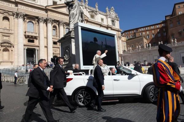 У Папы Франциска новый автомобиль