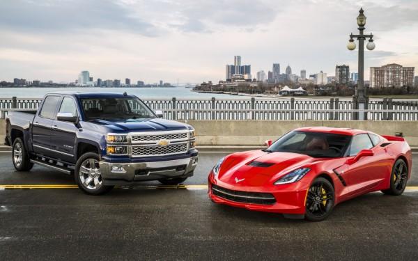 Chevrolet Corvette и Silverado - автомобили года в США