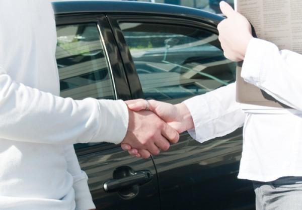 Клиенты давали задаток в автосалоне, в присутствии других менеджеров