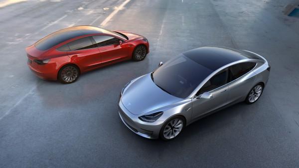 Компания Tesla распродала весь годовой тираж электрокара Model 3